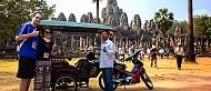 Cấm xe đường chính phía trước di tích Angkor Wat của Campuchia