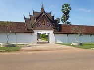 Ghé Lào thăm That Inghang nơi giữ xá lợi Phật