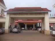 Rộn ràng tại khu chợ người Việt trên đất Lào